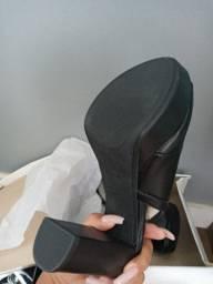 Sandália Griffe