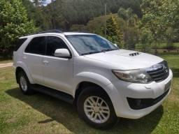 Hilux SW4 / branca / 4x4 / Diesel