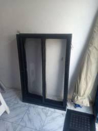 Duas janelas de ferro 230