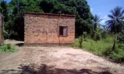 Terreno no quebra pote com pequena casa