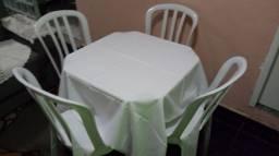 Aluguel de mesa cadeira toalha e cobre mancha