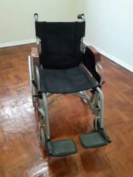 Cadeira de rodas semi nova R$300,00