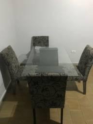 Mesa grande de tampo de vidro + 4 cadeiras