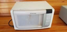 BARBADA MICRO-ONDAS ELECTROLUX  31 LITROS, 127vw  R$ 250,00
