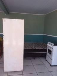 Cama box casal, geladeira e fogão