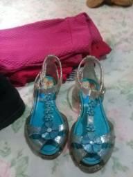 Roupas e sapatos infantis