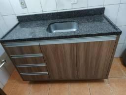 Pia de cozinha em granito e cuba inox da Tramontina + Balcão madeira dupla