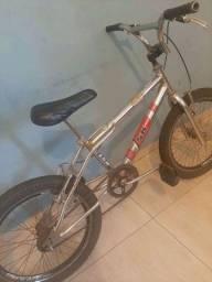 Bicicleta cromada  BMX cross Aro 20 top muito conservada