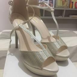 Sandália linda!!! Vendo