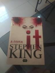 """Livro """"It - A Coisa"""", de Stephen King, em excelente estado."""