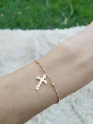 Pulseira Crucifixo Folheada a Ouro com Garantia de 1 ano e antialérgica