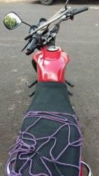 Titan 150 moto muito boa de anda partida elétrica e pedal