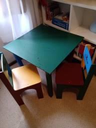 Mesa e cadeiras em MDF