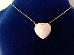 Aavajóas- Colar coração branco folheado com ouro 24k.