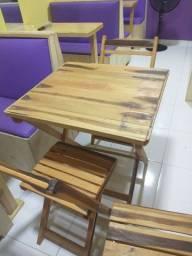 Mesa dobrável com 4 cadeira
