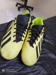 Chuteira Adidas society X <br><br>