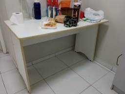Mesa e Armário pequeno