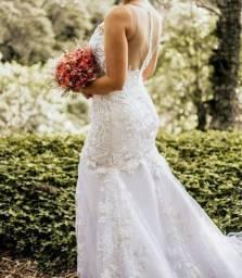 Vestido De Noiva Modelo Sereia Com Bordado A Mão E Pedraria