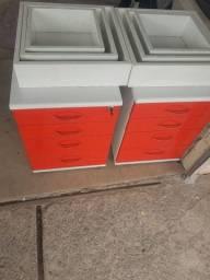 Dois gaveteiros e seis nixos