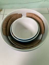 Vendo conjunto de bowls de cerâmica + petisqueira em porcelana