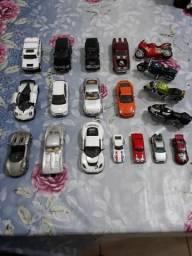 Carros e motos em miniaturas
