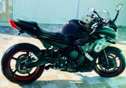Vendo moto Yamaha XJ6 F 2011 Preta - 2011