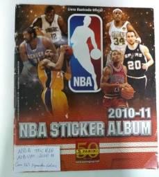 Álbum de figurinhas de basquete NBA