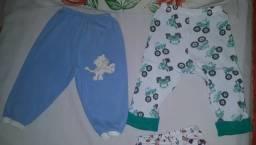 Short, tamanho P, calça azul tamanho G e calça verde tamanho GG