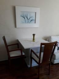 Mesa de jantar com 2 cadeiras