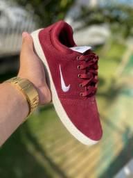 Tênis Nike Bordô