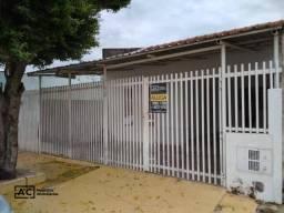 Casa com 2 dormitórios para alugar, 60 m² por R$ 900,00/mês - Parque dos Pinheiros - Horto