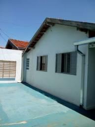 Vendo casa a duas quadras da rua principal da cidade Piratininga