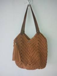 Bolsa sacola de crochê feito a mão.