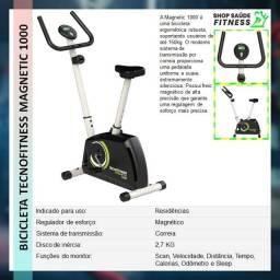 Bicicleta modelo tecno fitness com vários níveis de treino