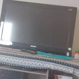 Uma TV smart de 32 marca Semp valor 120 reas podemos negociar