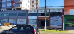 Aluga-se pavilhão e loja comercial