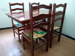 Conjunto - Mesa de Madeira com 4 Cadeiras