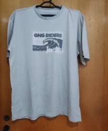 Camisetas e camisas masculinas