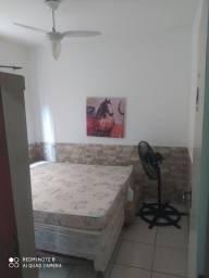 Alugo quarto com duas camas de solteiro