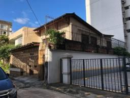 Alugo casa de 2 andares na Avenida José Malcher