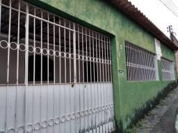 Casa na Francisca Mendes, bem localizada