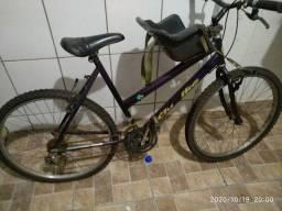 Bicicleta tem as marcha e o pneu está furados