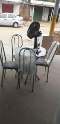 Mesa 4 cadeiras redonda