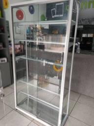 Vitrine com duas portas de vidro