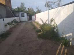Vendo casa com quintal grande