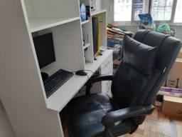 Mesa de micro de ótimo tamanho + cadeira presidente reclinável em couro sintético