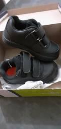 Vendo sapato de escola novo na caixa,numero 23