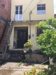 Duas casas com quintal e garagem