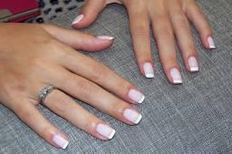 Manicure/pedicure e alongamento de unhas