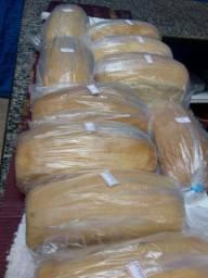 Procura-se pessoas para vender pães caseiros
